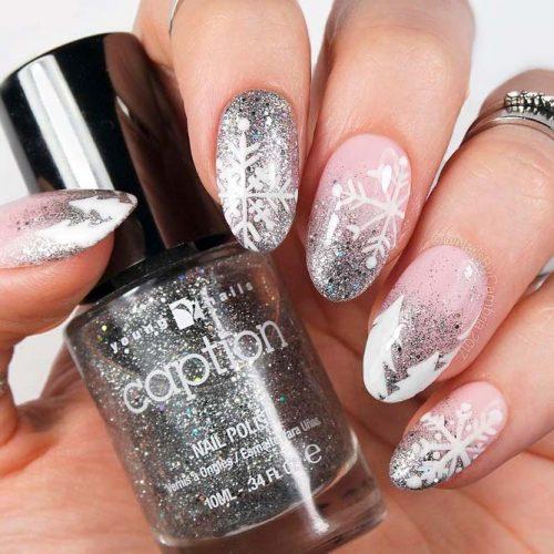 Glitter Ombre Frozen Nails #glitternails #winternails