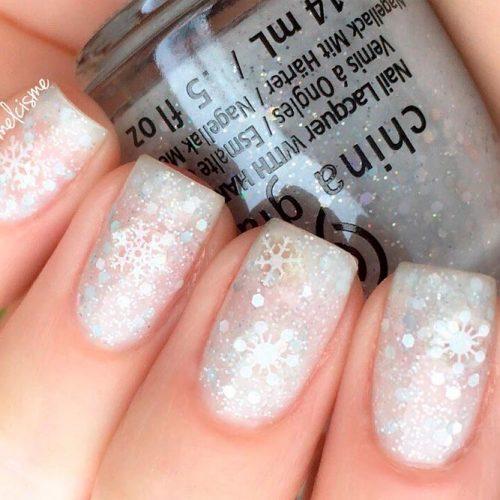 Short Glitter Nails With Snoflakes #glitternails #winternails