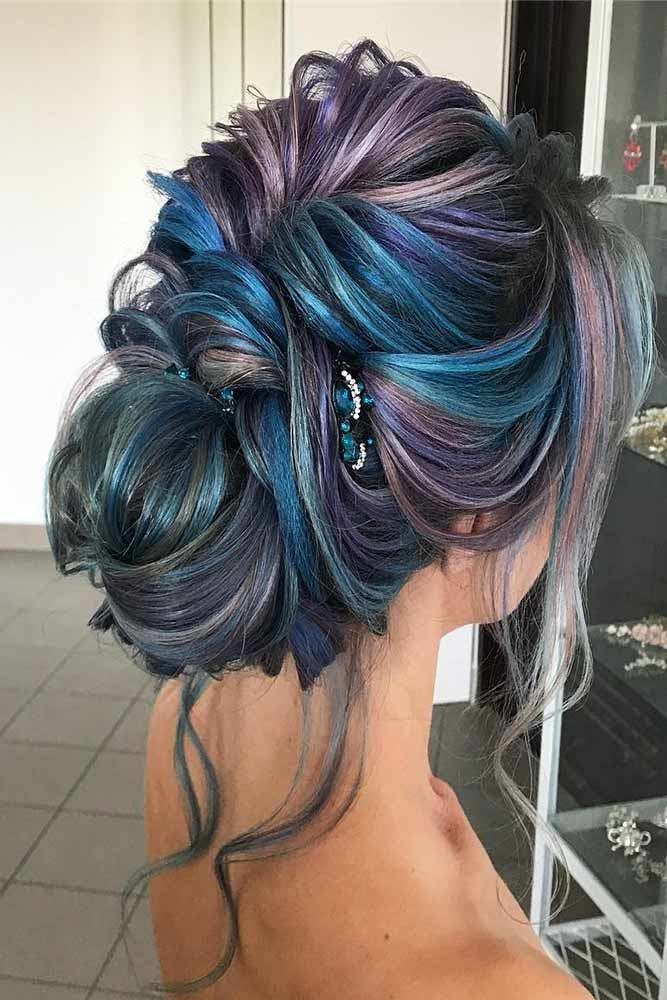 Colorful Updo Hairstyles for Winter Holidays Picture 4