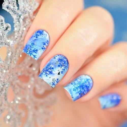 Frozen Snowflakes Nail Design #frozennails #snowflakesnails #winternails
