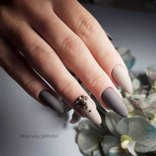 Classy Matte Nails in Dark Shades Picture 1