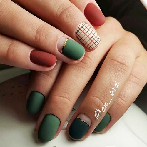 Cute Christmas Style Nails for Holidays Picture 2