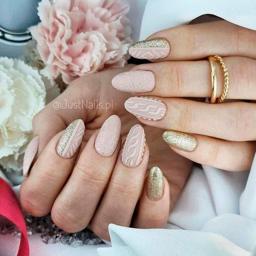 Elegant Nude Knitted Nails #nudenails #knittednails #goldnails