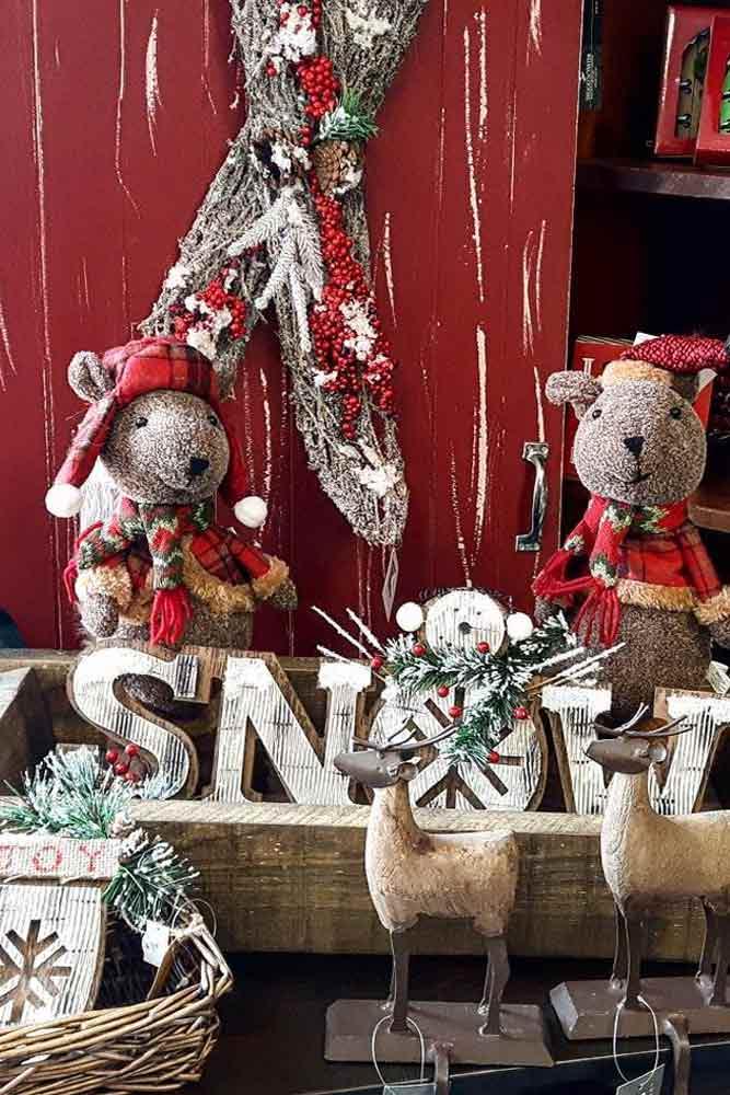 Rustic Christmas Decorations With Bear Toys #christmasdecor #holidaydecor