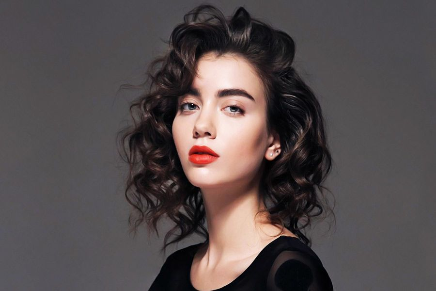 How to Curl Your Hair: Wavy Curls for Holidays or just a Glamorous Day