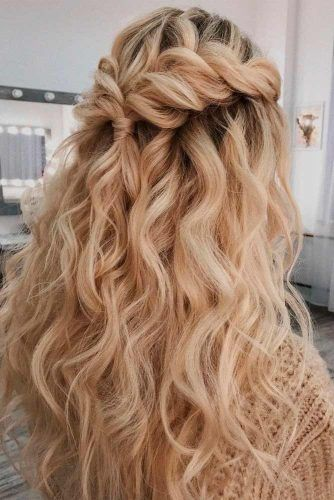 Twisted Half-Up For Wavy Hair #wavyhairstyles #twistedhair