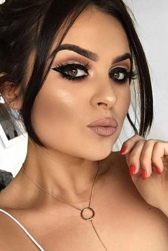 Cute Winter Makeup Looks with Eyeliner picture4