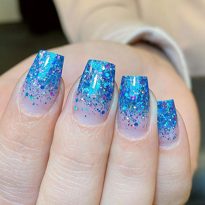 Shimmering Nail Design For Winter Mani #glitternails #bluenails #shimmeringnails