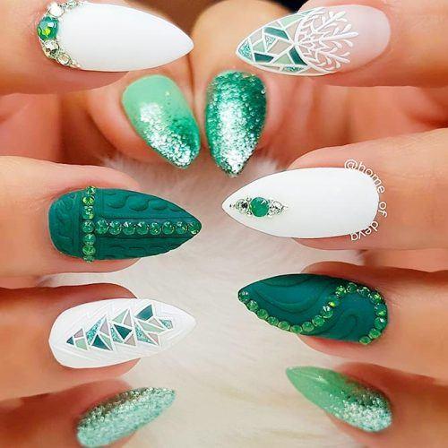 Textured Christmas Tree Nail Art Design #texturednails #greennails #mattenails