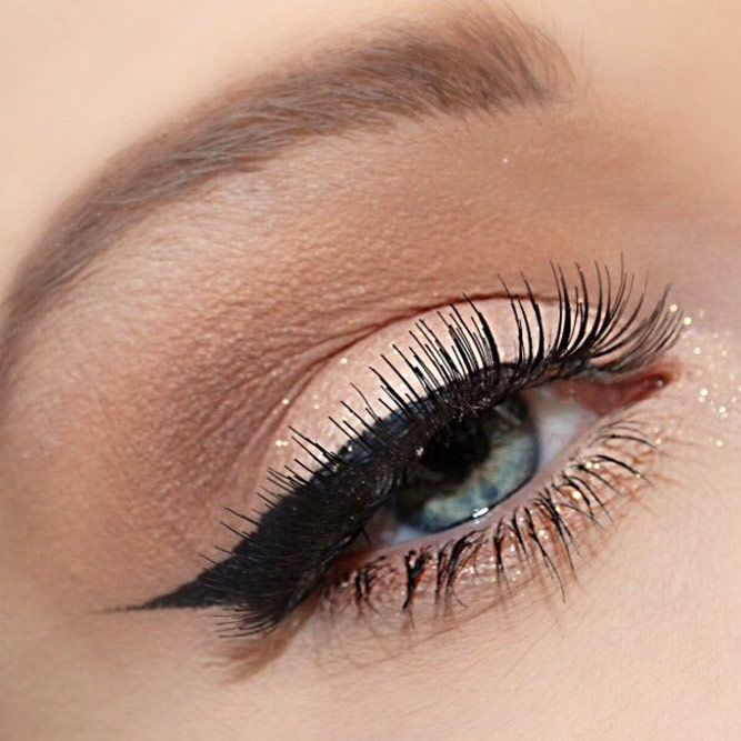 Natural Shadow With Bold Black Eyeliner #blackline