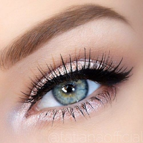 Shimmer Shadow With Classic Eyeliner #blackeyeliner