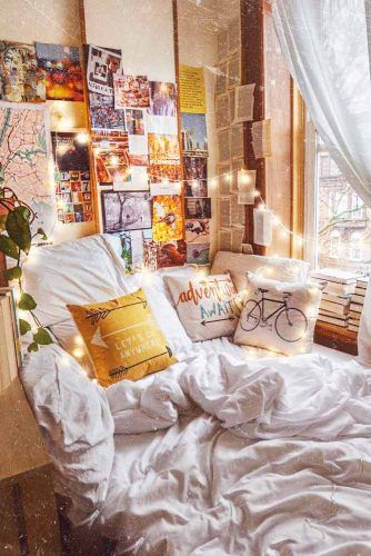 Bohemian Bedroom Design With Books Accent #stringlights