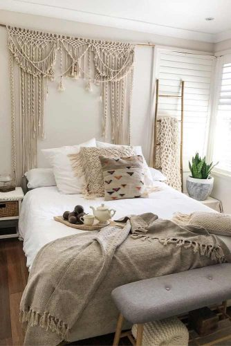 Bohemian Bedroom Idea With Naturals Fabrics #pillow #fabrics