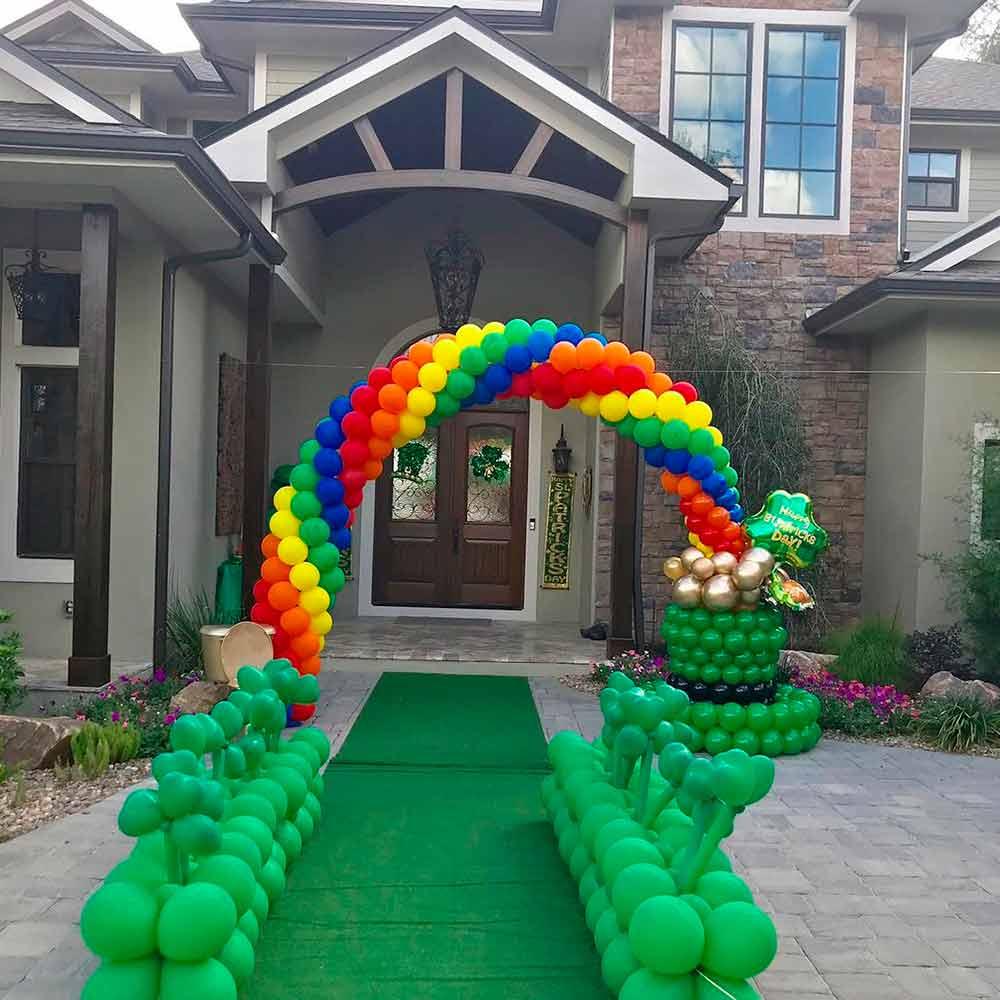 Outdoor Balloon Décor #balloon #balloondecor