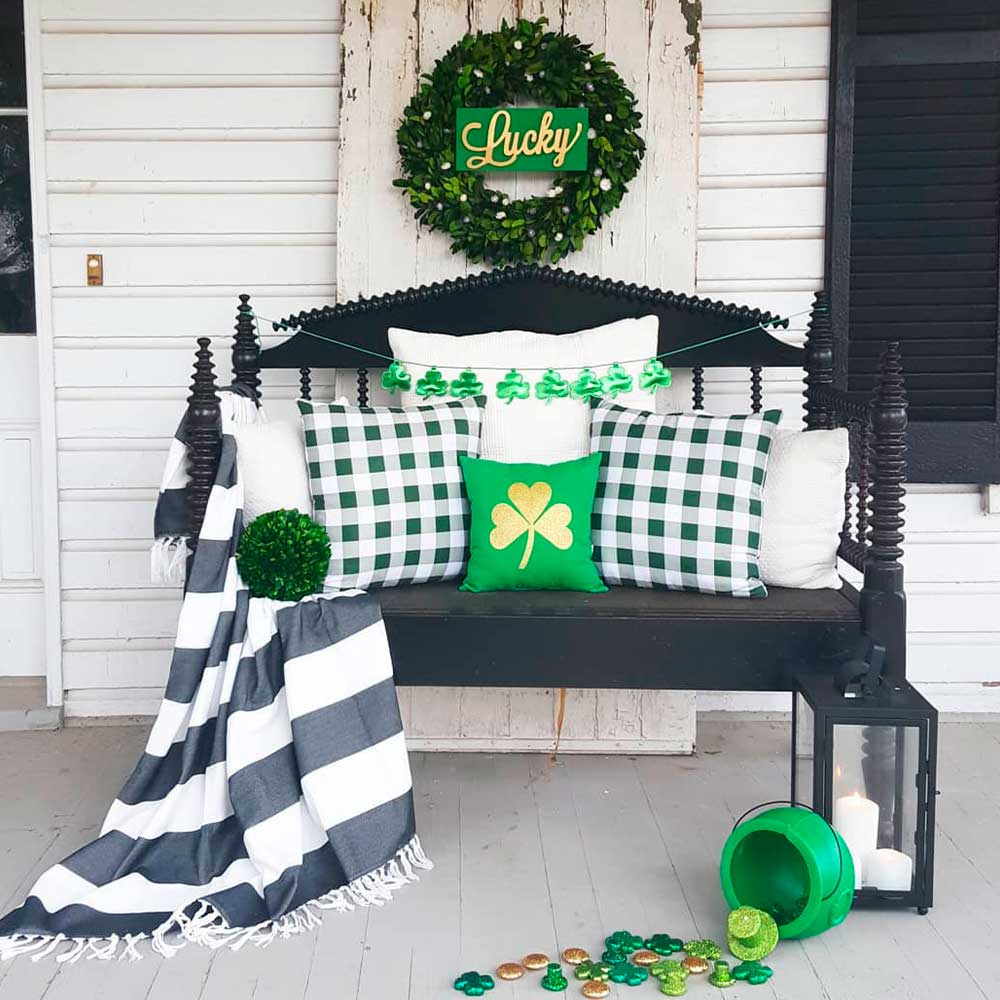 St. Patrick's Day Porch Decor #porch #porchdecor