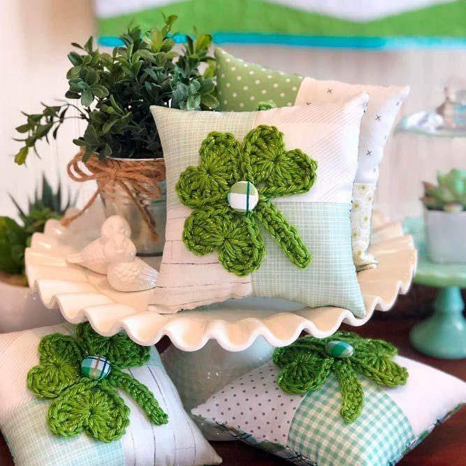 Crochet Shamrock Pillow #crochet #pillow