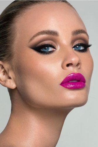 Cat Eyes Makeup Idea #pinklips #blackeyeliner