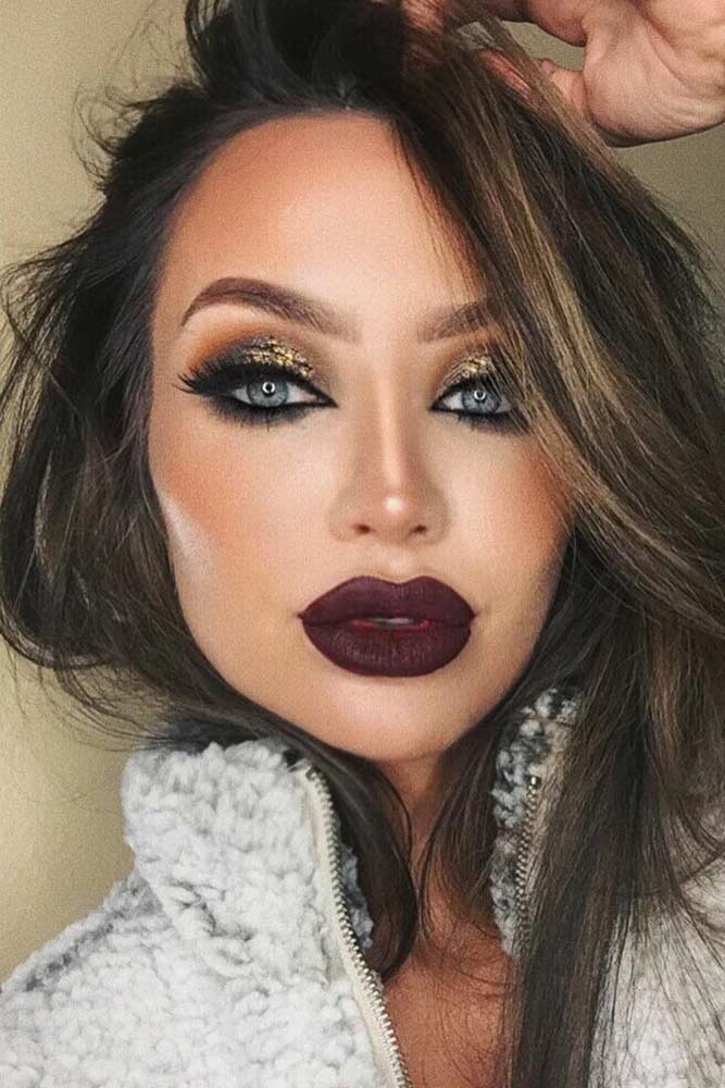 Gold Glitter Eyes Makeup With Plum LIps #plumlips #goldglitter