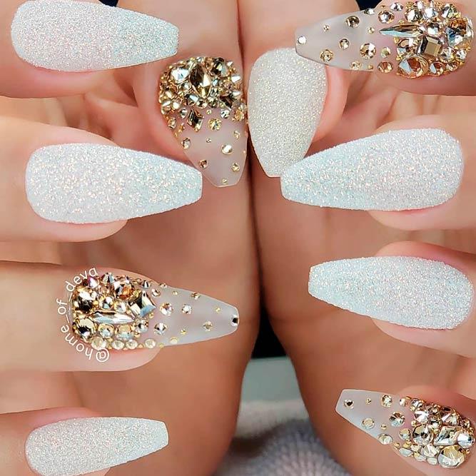 White Sand Nails Design #sandnails #rhinestonesnails