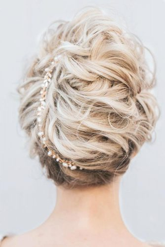 Chic Look With Messy Updo Hairstyles picture 2
