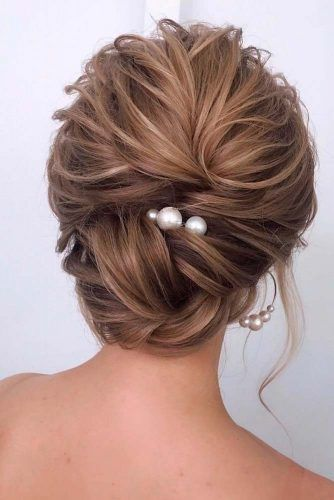 Messy Low Bun #bunhairstyles #messyhairstyles