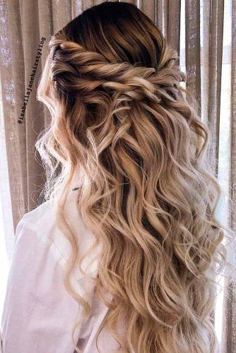 Twisted Blonde Half-Updo Prom Hairstyles #twistedhairstyle #wavyhair