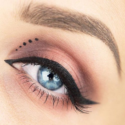 Pin Up Eyeliner With Dots #eyelinerdots