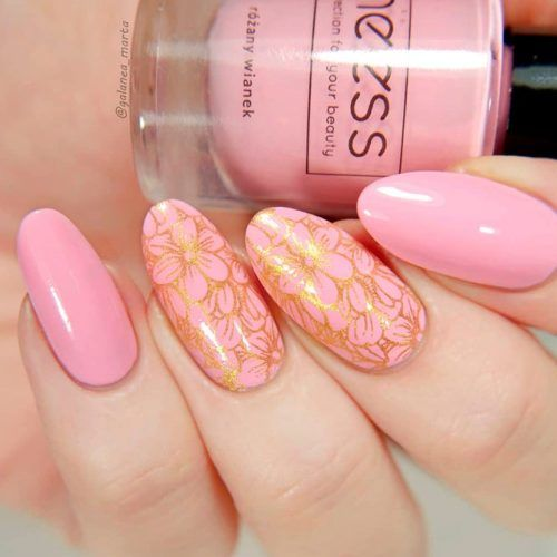 Nude Nails With Gold Glitter Floral Pattern #glitternails #nudenails
