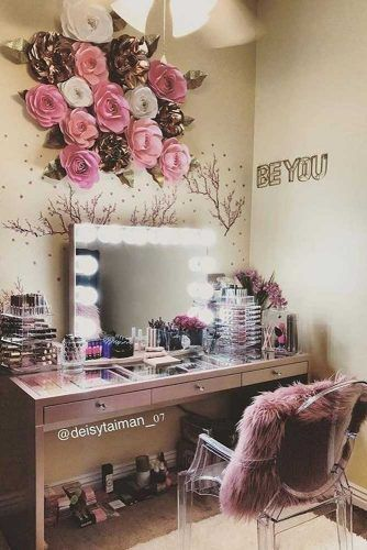 Modern Vanity Table With Light Mirror #flowersaccent
