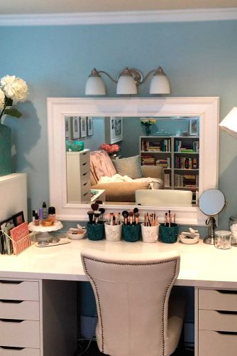 Bright Ideas for Your Makeup Vanity Table picture 3
