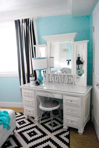 Makeup Vanity Table You'll Love picture 3