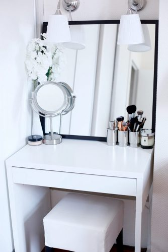 Trendy and Сonvenient Makeup Vanity Table Designs picture 2