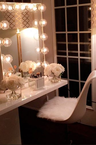 7 Makeup Vanity Table With White Chair And Bubble Lights #bubblelights