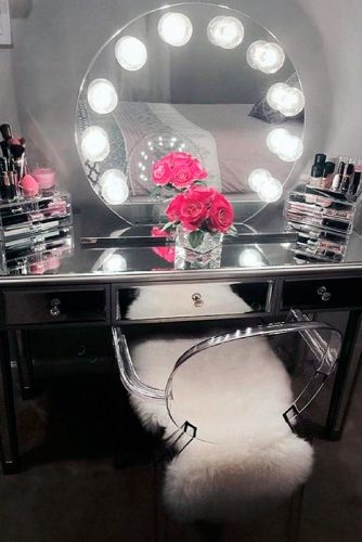 Super Cool Makeup Vanity Table with Lights picture 1