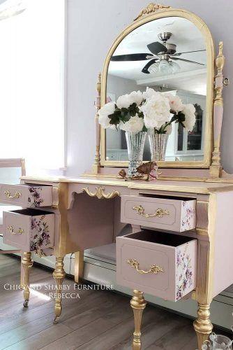 Classic Pink Makeup Vanity Table Design #floralprint #pinktable