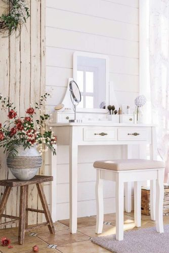 Classic Makeup Vanity Table #flowers #classictable