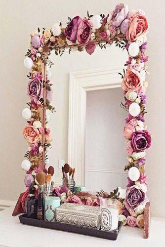 Elegant And Beautiful Makeup Vanity Table Designs picture 5