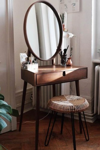 Rustic Makeup Vanity Table #rustic #ovalmirror