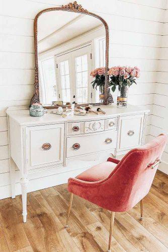 Elegant And Beautiful Makeup Vanity Table Designs picture 4