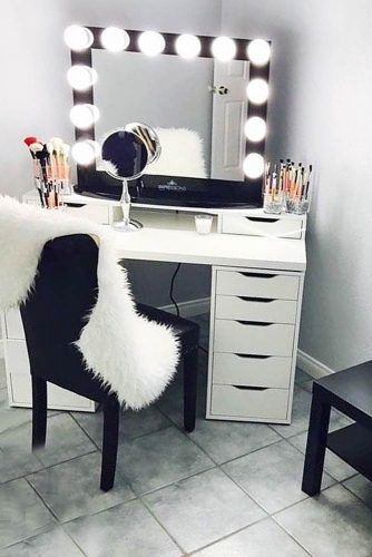 Black And White Colors For Makeup Vanity Table Design #blackchair