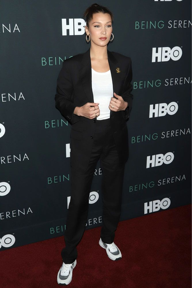 Black Suit With Sneakers Outfit Idea #bellahadid #celebrityoutfit