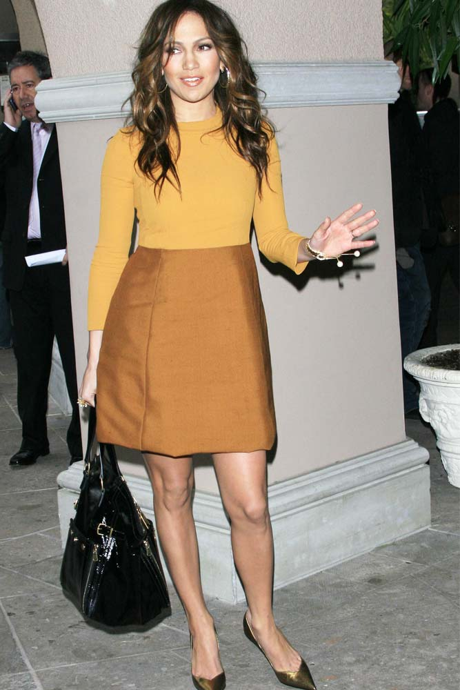 High Waisted Skirt Outfit Idea #jenniferlopez #casuallook