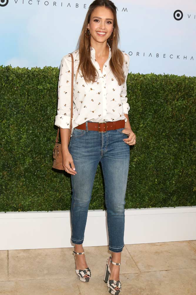 Jeans And Print Blouse Casual Look #jessicaalba #celebrityoutfit