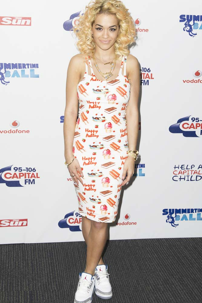 Print Dress With Sneakers Outfit Idea #ritaora #casualdress