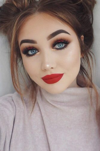 Sexy Makeup with Red Lipstick picture 1
