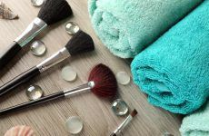 How To Clean Your Makeup Brushes Weekly
