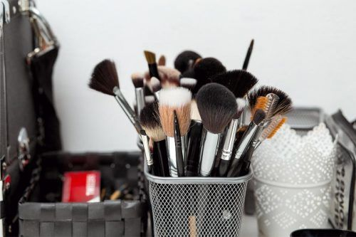 How to Wash Makeup Brushes Properly At Home