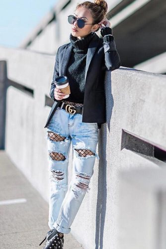 Simple Looks with Light Ripped Jeans picture 1