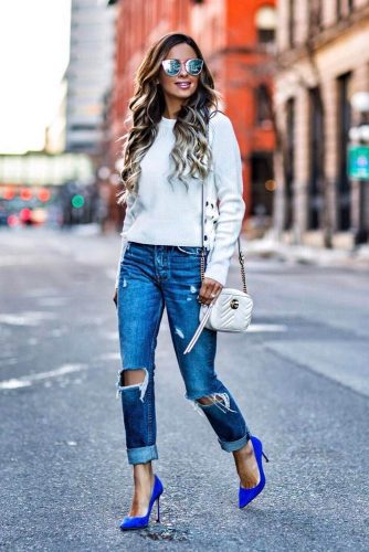 Simple Looks with Light Ripped Jeans picture 4