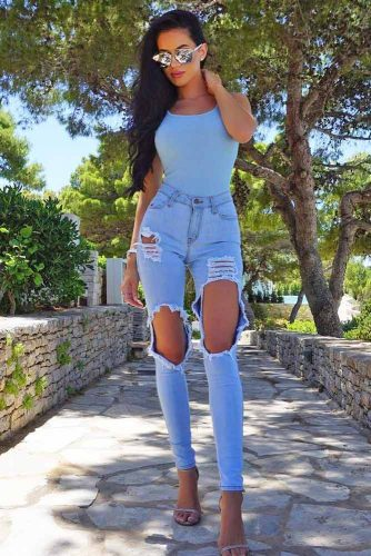 Simple Looks with Light Ripped Jeans picture 5